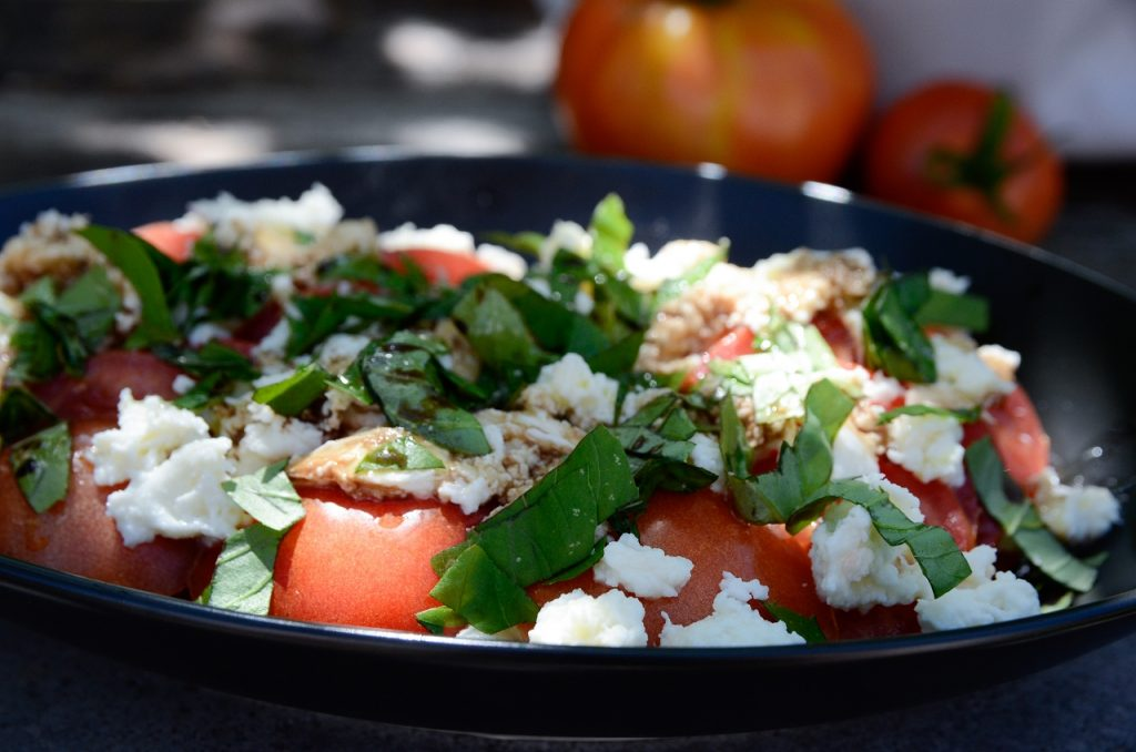 low_Tomaten-Mozzarella-Salat3