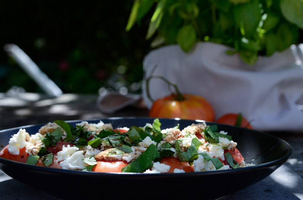low_Tomaten-Mozzarella-Salat4